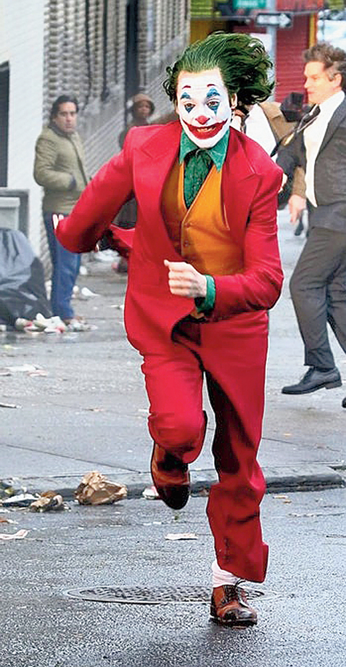 Joaquin Phoenix (in picture), whose performance in the film Joker is generating early Oscar buzz, would sometimes walk out from the set in the middle of a scene, director Todd Phillips has revealed. Phoenix would always return after taking a break, Todd told The New York Times.