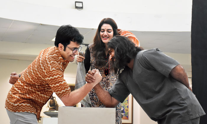 Abir and Jeet engage in a fist duel as Nusrat cheers them on