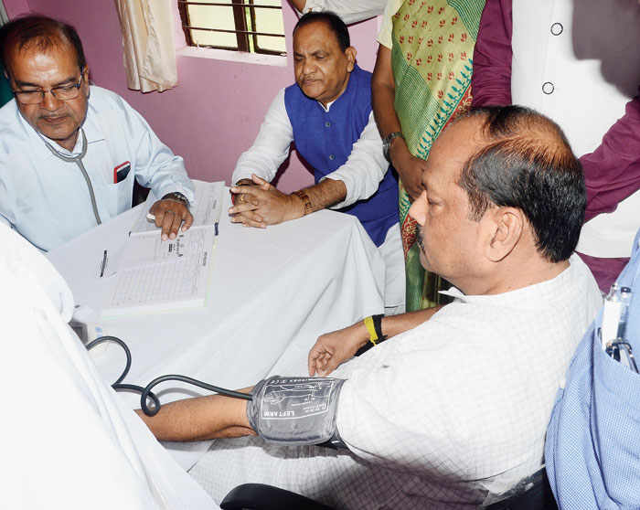 Chief minister Raghubar Das gets his blood pressure checked at the newly inaugurated Atal clinic at Edalhatu in Ranchi on Friday.
