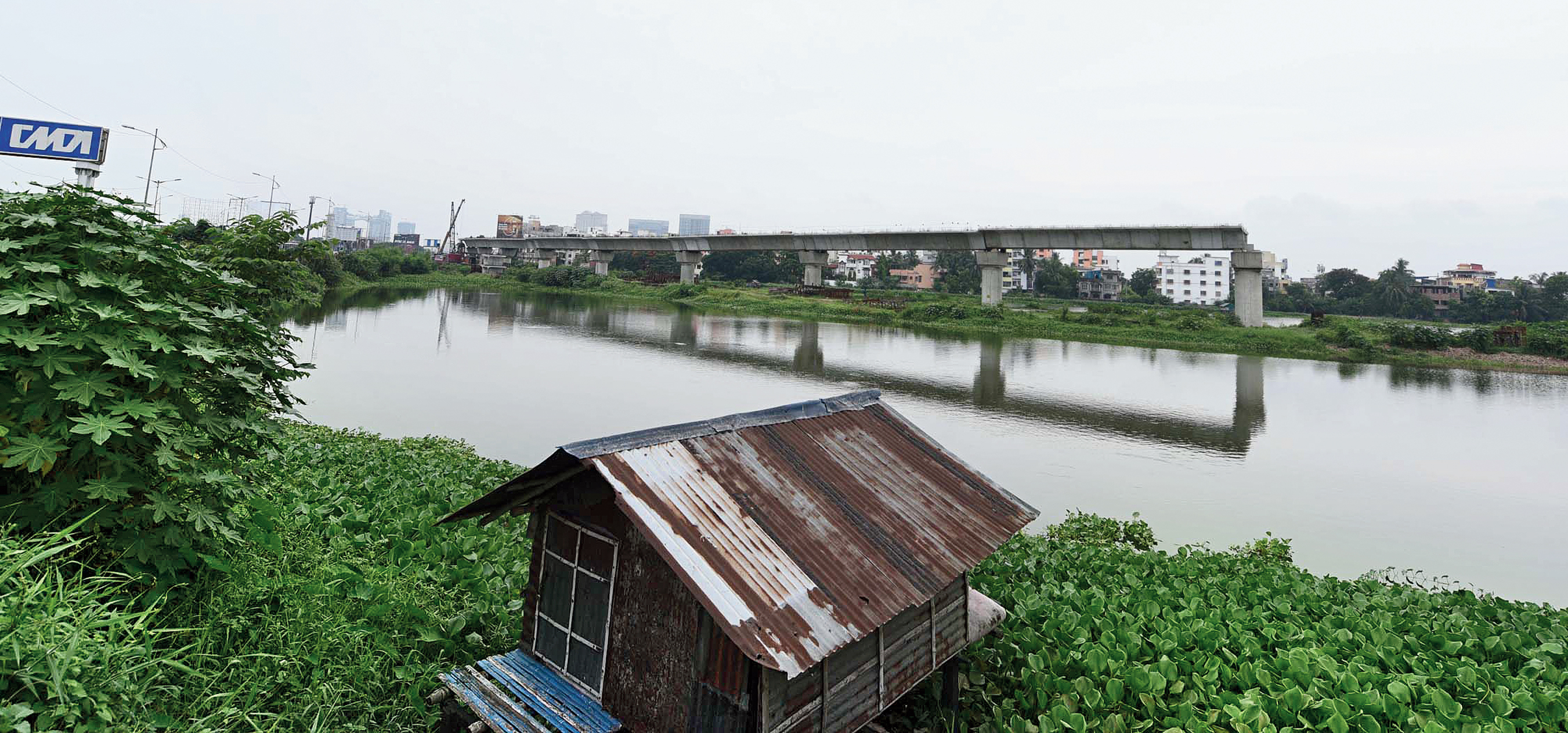 Around 400m of the viaduct of the New Garia-airport Metro has come up on a water body along the EM Bypass near the Chingrighata crossing. The construction of the stretch was stalled since 2011 because the railways were not getting permission from the state government.