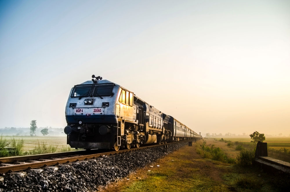 Government Railway Police officers said North Dinajpur resident Usha Barman, 30, had boarded the Delhi-bound Farakka Express along with her 14-month-old son from Malda town and was travelling to the capital, where her husband works.