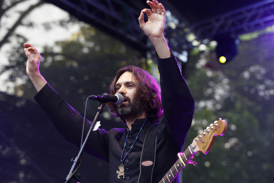 Israeli musician Shye Ben Tzur composes qawwalis in Hebrew and has a large following. Shye studied in India and performs instrumental and devotional music in Hebrew, Urdu and Hindi.