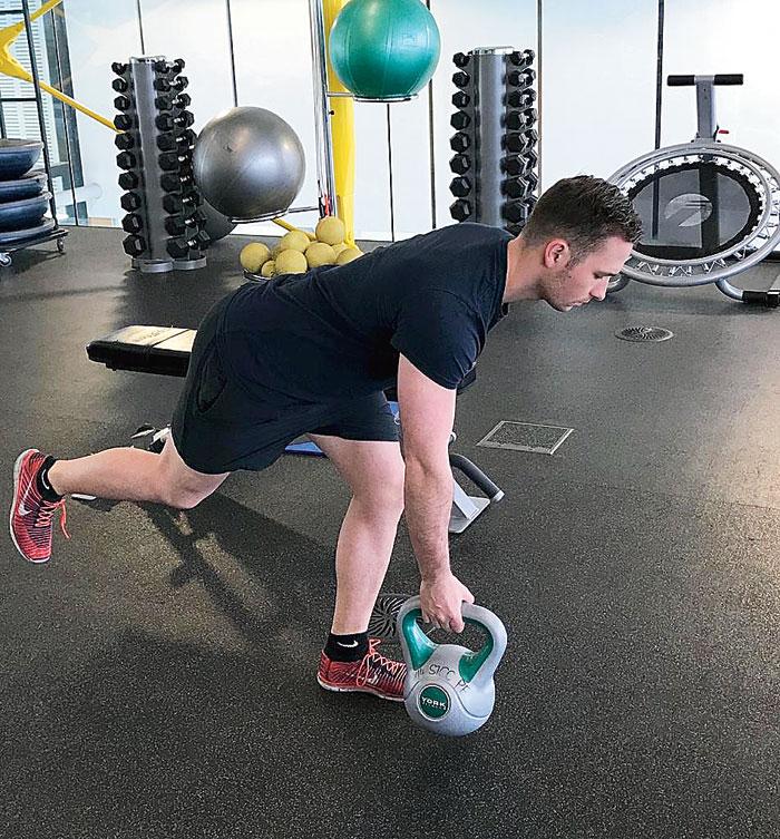 Single leg-hip hinge — hamstring eccentric control