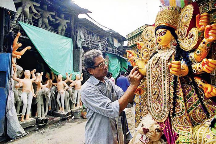 An artist at work in Kumartuli