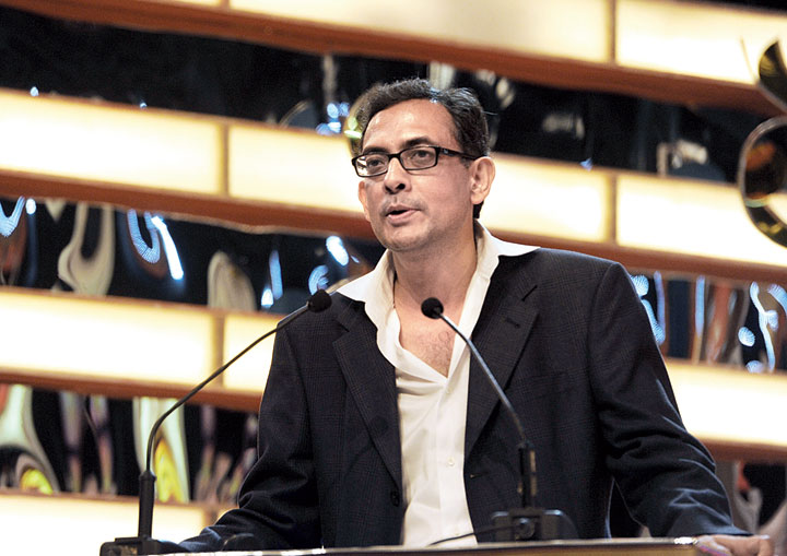 Abhijit Vinayak Banerjee speaks at the STAR Ananda Shera Bangali 2012 Awards ceremony in Calcutta