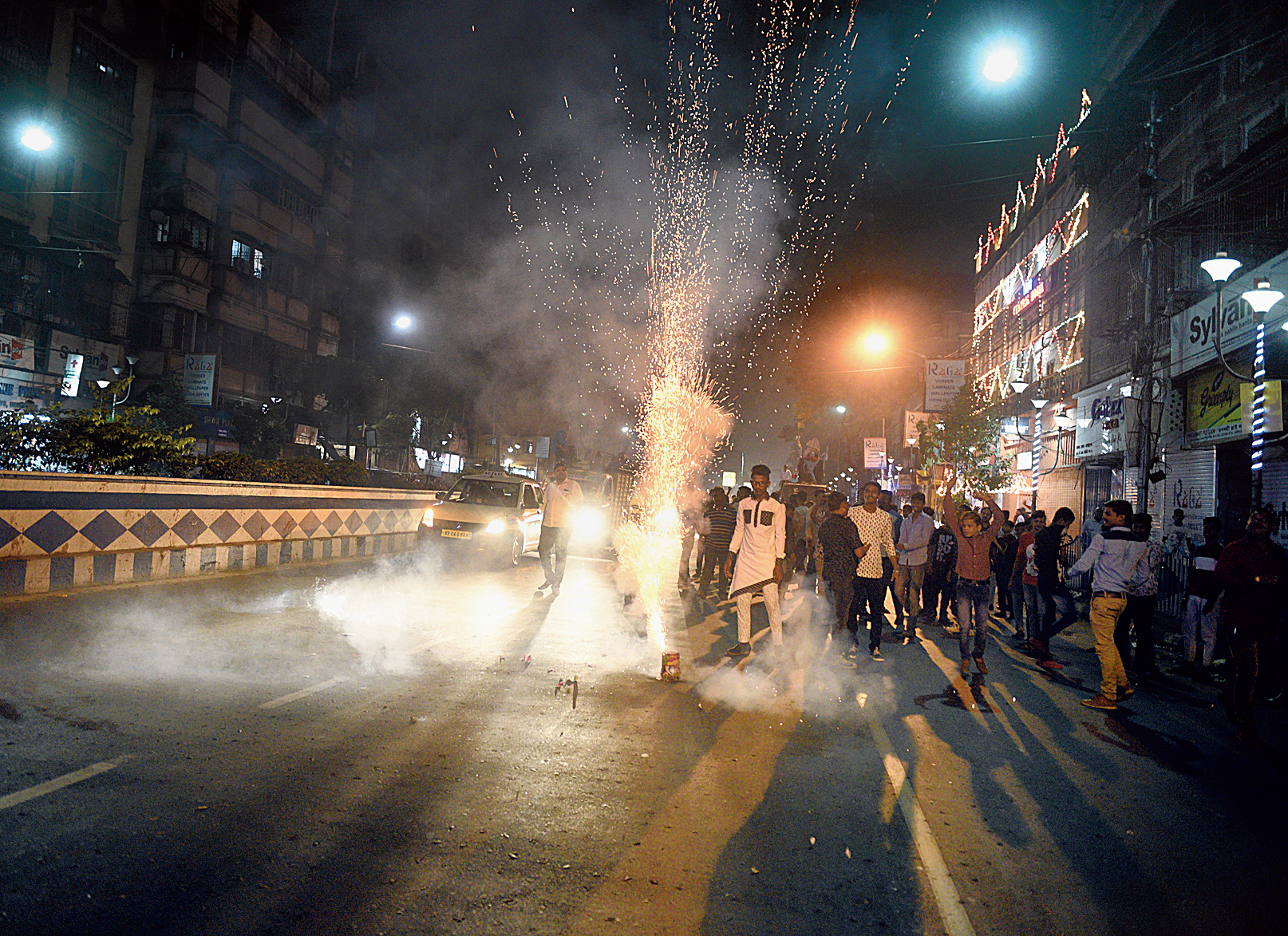 Immersion processions on Friday night saw rampant bursting of  banned firecrackers. Around 10.30pm, the south-bound flank of CR Avenue saw a convoy of three mini-trucks carrying revellers bursting chocolate bombs.