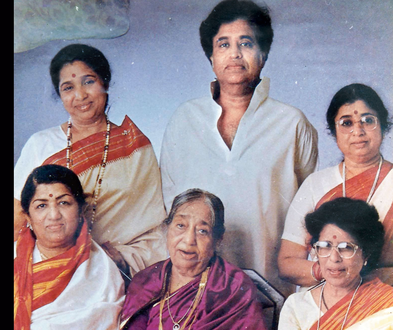 Lata Mangeshkar with her mother and siblings