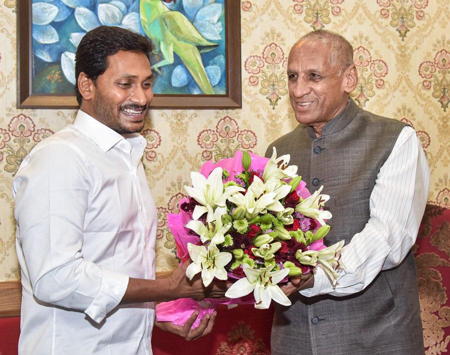 Governor invites Jaganmohan Reddy to form next govt in Andhra
