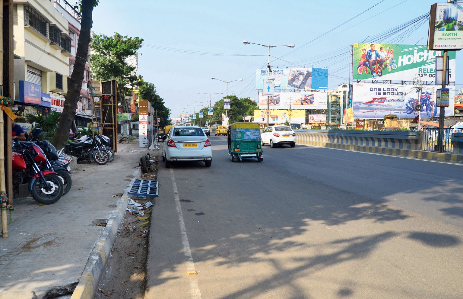 The stretch of BT Road where a woman and her husband were assaulted by group of youths on Dashami night.