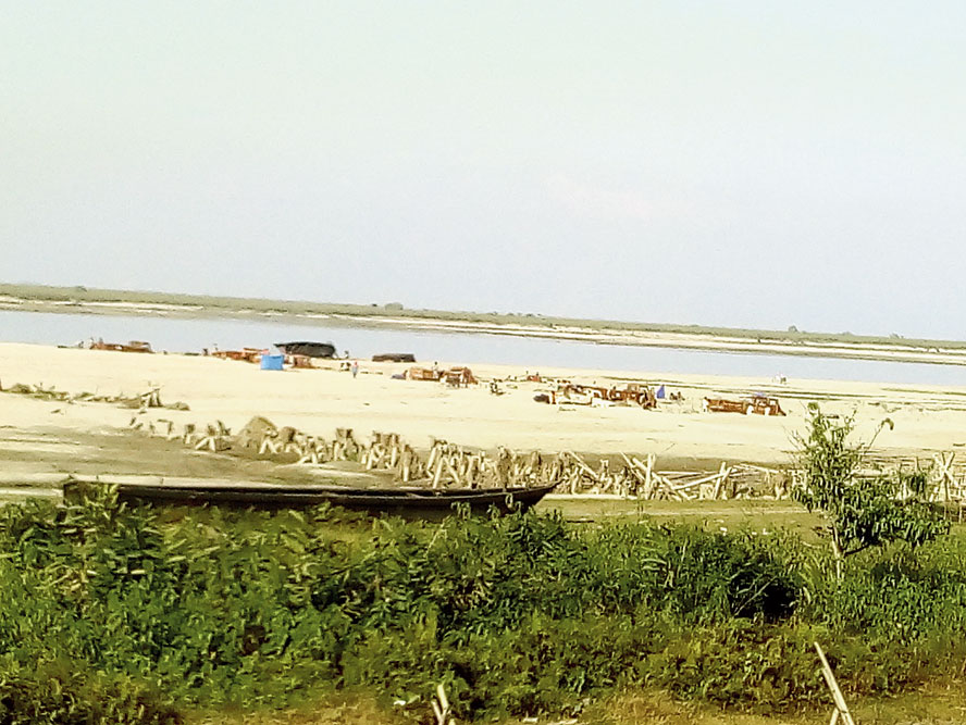 Sand mining in a riverbed at Maijan
