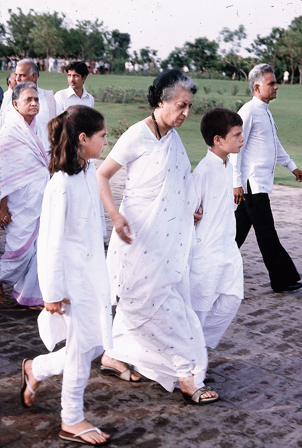 Sibling revelry: Priyanka goes from support to comrade-in-arms - Telegraph India