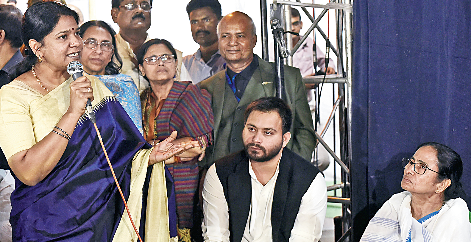Opposition stands with Trinamul in House