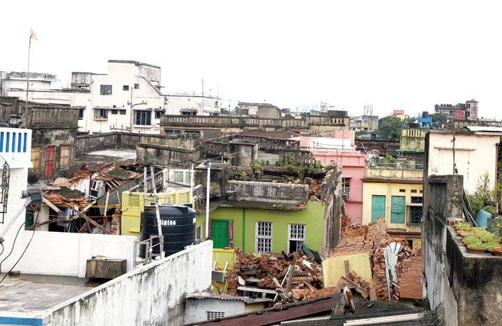 Damaged buildings in Bowbazar