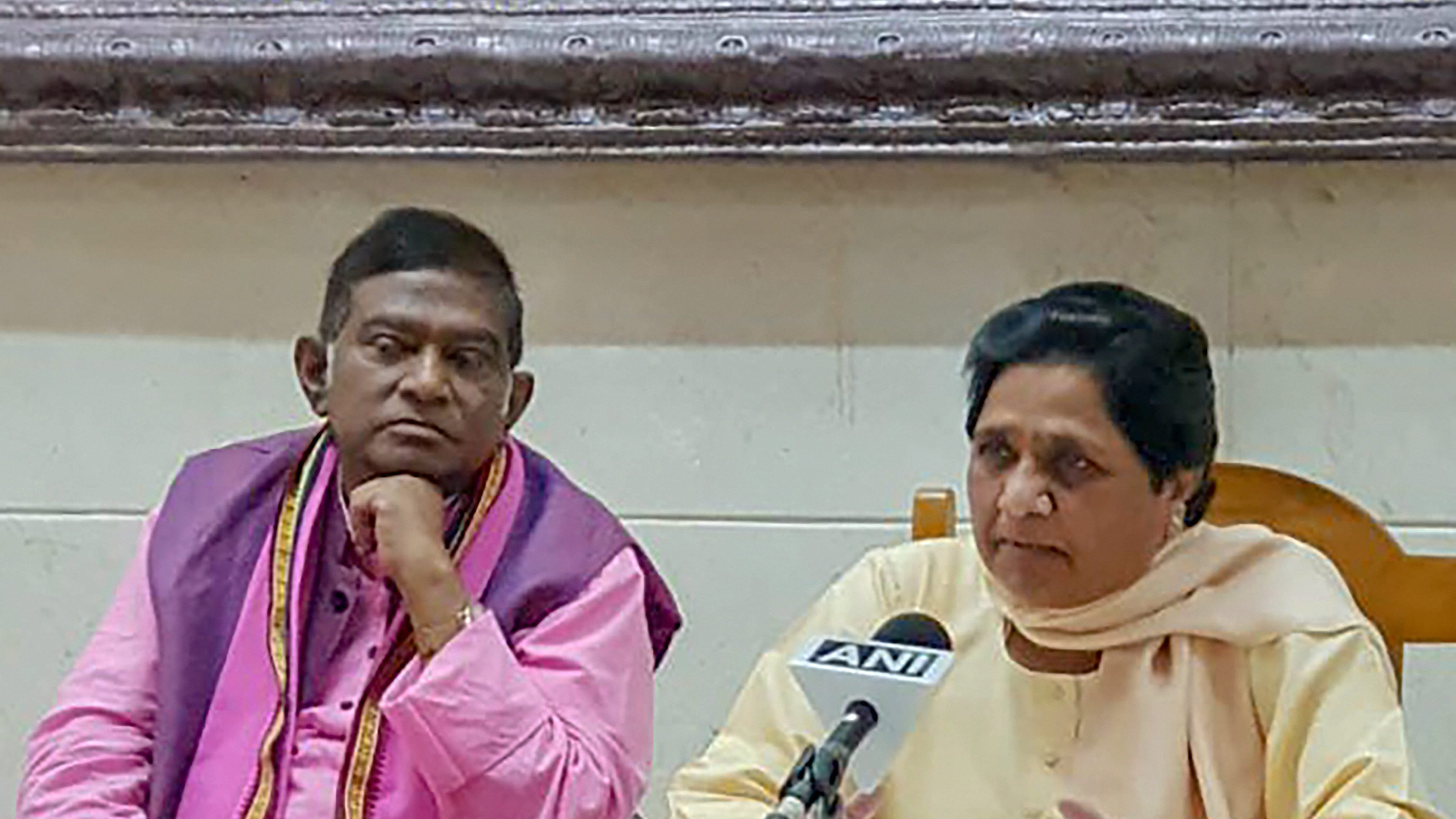 Ajit Jogi and Mayawati at the news conference in Lucknow on September 20 where they announced their alliance for elections in Chhattisgarh.