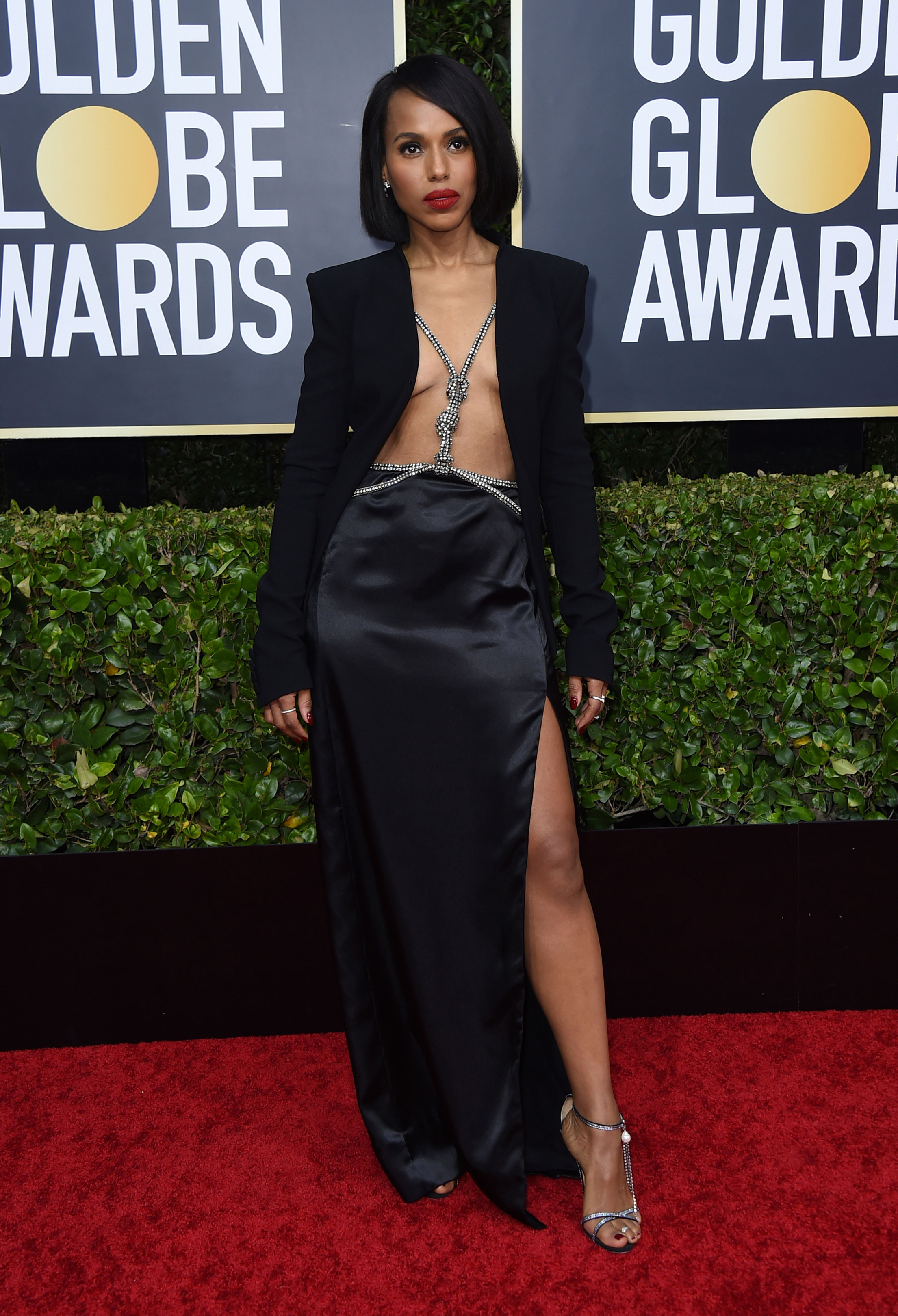 Kerry Washington's OOTN was clearly one of the boldest. The actress opted for black but with a twist. She gave the shirt a miss and instead wore a Altuzarra blazer with a studded harness and a high-slit skirt. The sleek blunt hair cut and that shade of red on the lips added to the oomph!