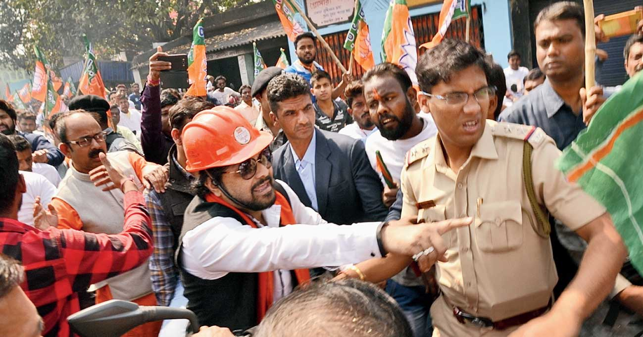 The protesters alleged that Moloy had unleashed terror and attacked them in Asansol's Barabani during the Lok Sabha election campaign for local MP Babul Supriyo.