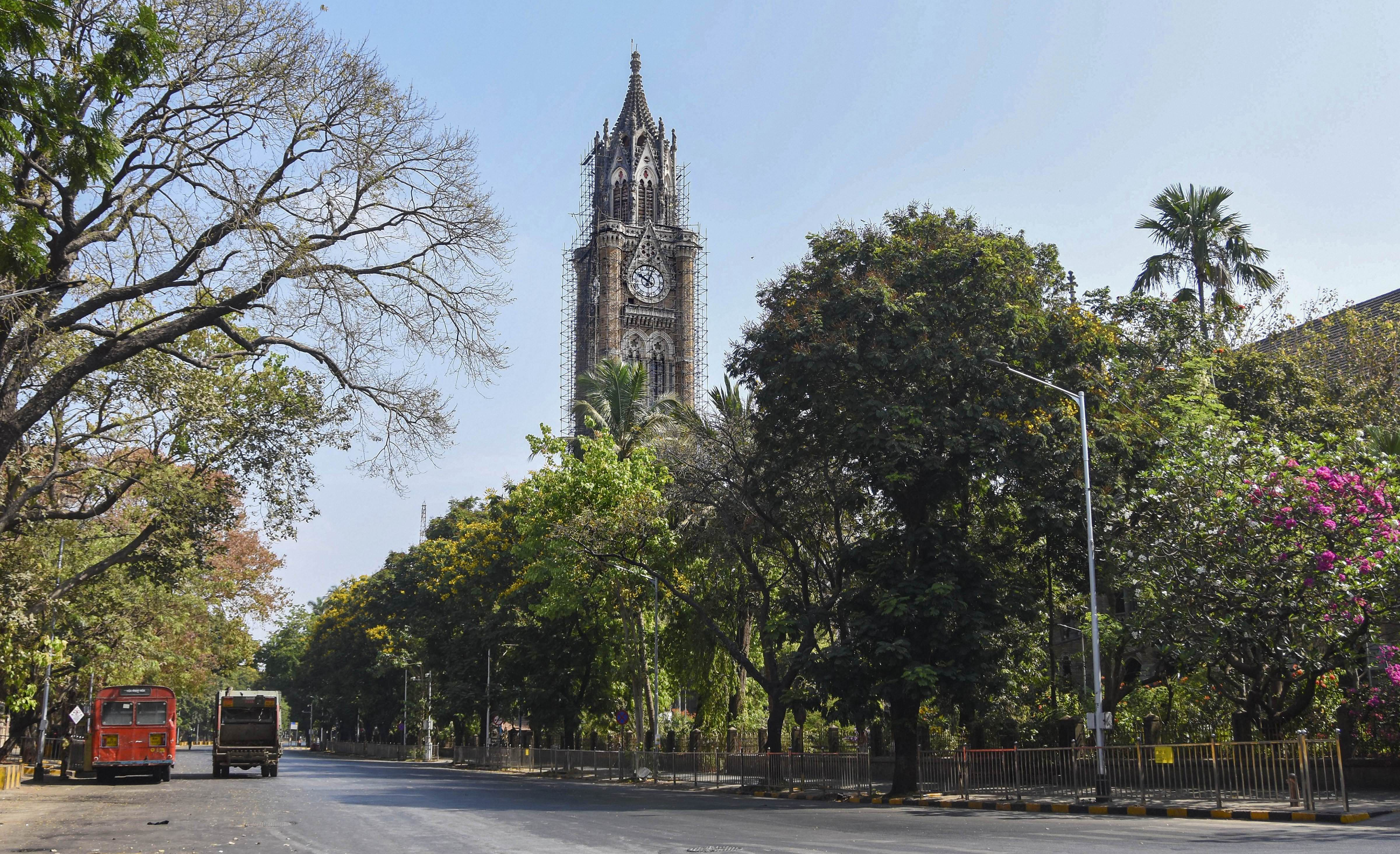 A deserted street outside the BMC headquarters at 10am, a rare sight in rush hour, during the nationwide lockdown imposed in a bid to contain the spread of Covid-19, in Mumbai, Monday, April 6, 2020