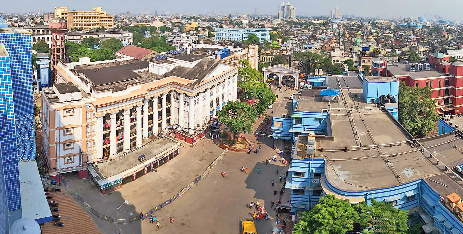 The team, comprising faculty members from various medical colleges, will visit the Calcutta Medical College and Hospital (in picture), MR Bangur Hospital, AMRI Hospitals Salt Lake and Desun Hospital off the EM Bypass every day.