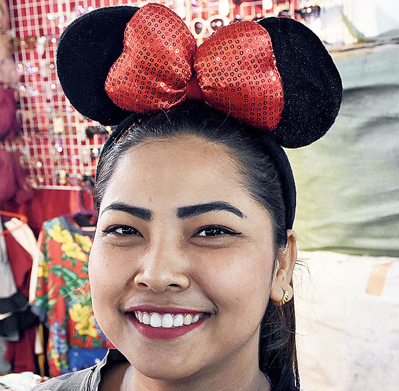 Find the glitziest hairbands at this stall, from fluffy gold sequinned ribbons on top to Minnie Mouse-like ears and ribbons