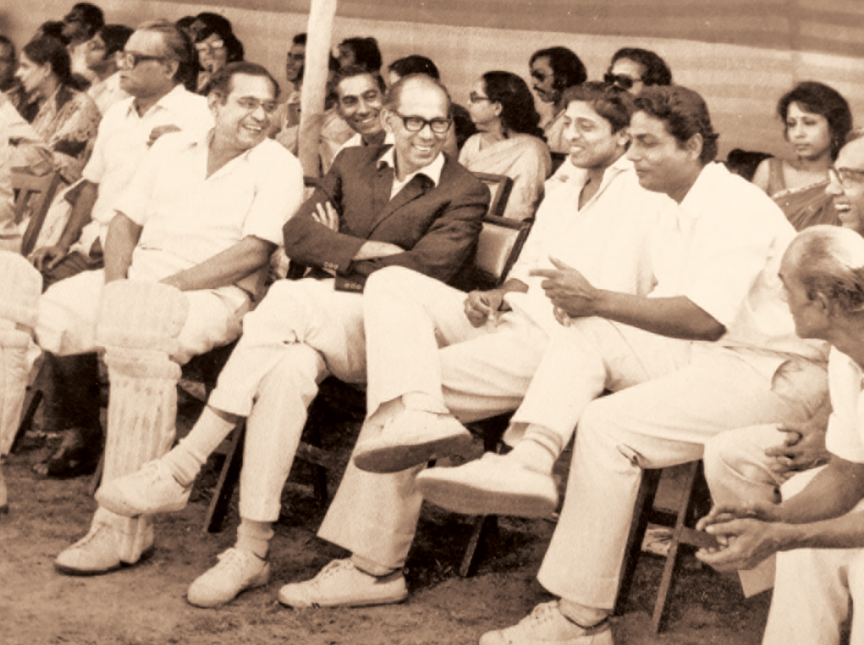 Shyam Sundar Mitra seated to the left of Chuni Goswami as the latter shares a laugh with Pankaj Roy (padded up) and Premangshu Chatterjee (in blazer)