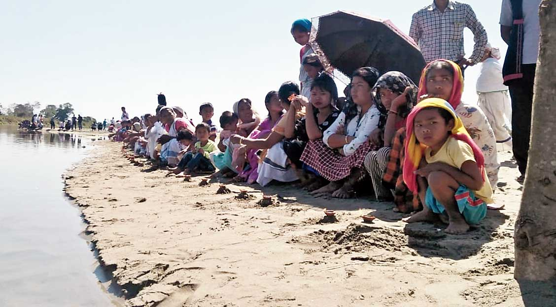 Villagers pray for Zubeen Garg on the Na Dihing riverbank in Tinsukia on Saturday.