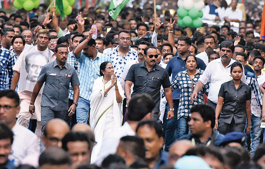 CM Mamata Banerjee leads a road show in Calcutta on Wednesday to protest the destruction of the bust of Ishwarchandra Vidyasagar at Vidyasagar College on Tuesday during BJP president Amit Shah's road show.