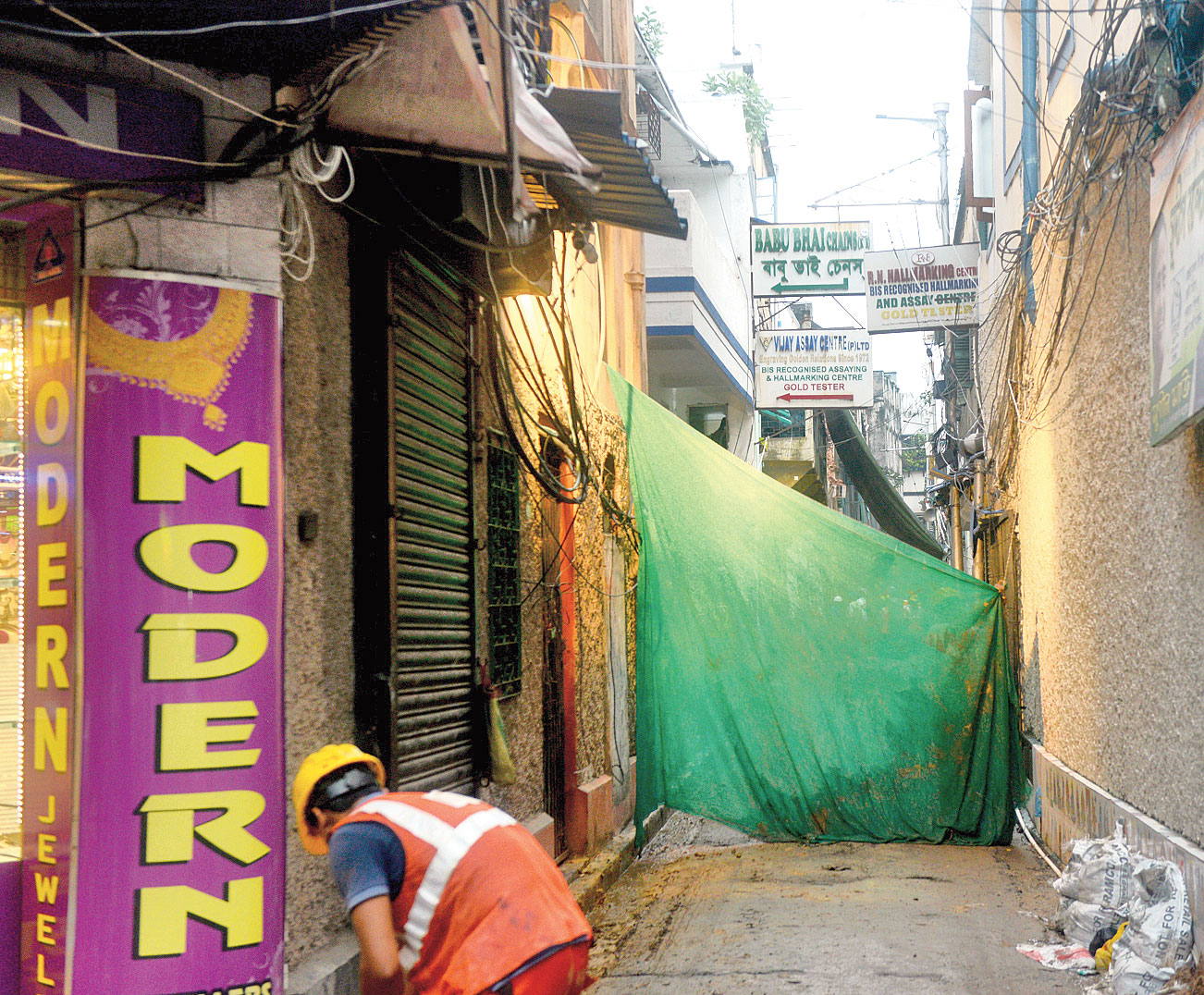 The entrance to Sykrapara Lane in Bowbazar where the puja will be held.