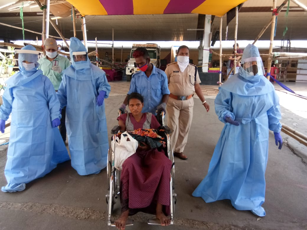 Asimaa being escorted by PPE-clad medical workers from the Bokaro railway station.
