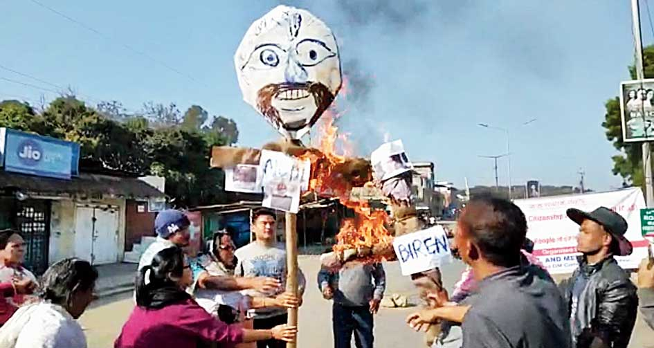 Effigies being burnt in Imphal.