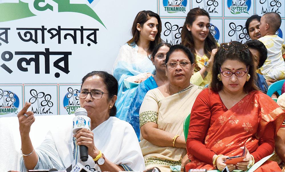 Mamata Banerjee with women Trinamul leaders