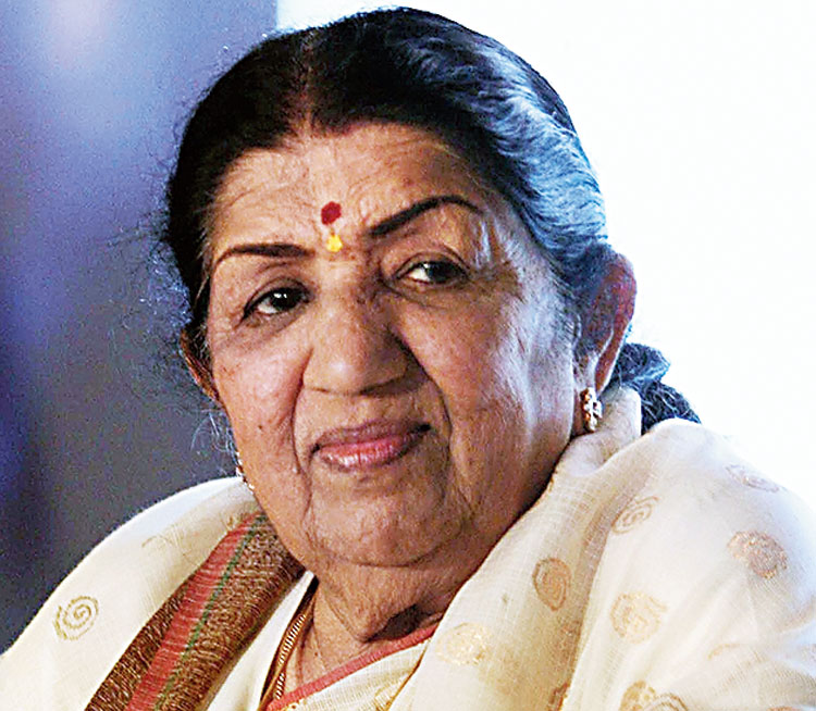 Lata remembers 'patriot' Savarkar