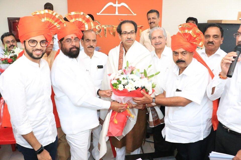 Eknath Shinde stands between Shiv Sena chief Uddhav Thackeray and 1st-time MLA Aaditya Thackeray