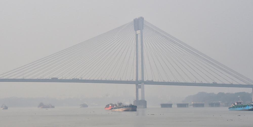 Vidyasagar Setu shrouded in dense fog on a cold morning in Calcutta on December 11