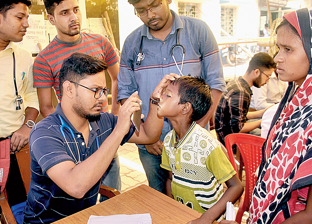 Junior doctors attend to a patient at the makeshift OPD in the Bankura medical college on Monday.