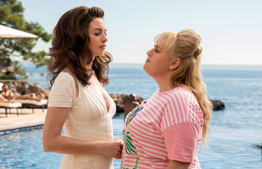 Anne Hathaway and Rebel Wilson in a scene from The Hustle