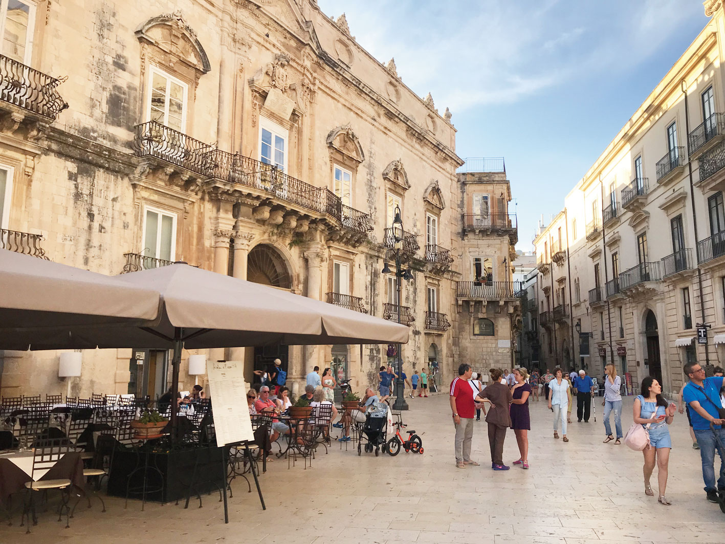 People watching at the central piazza at Siracusa