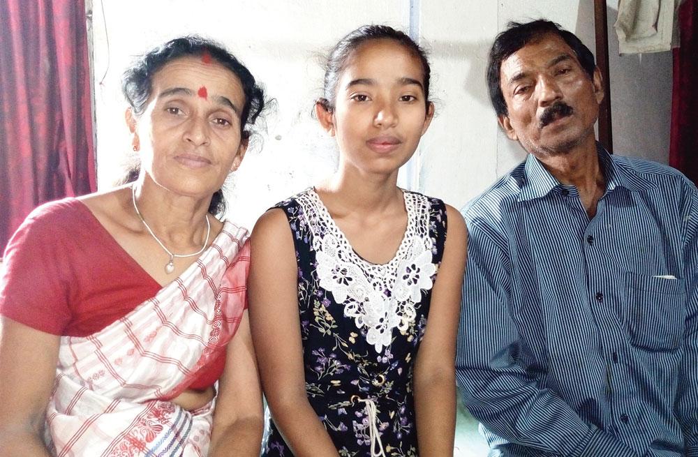 Bipasha with her parents