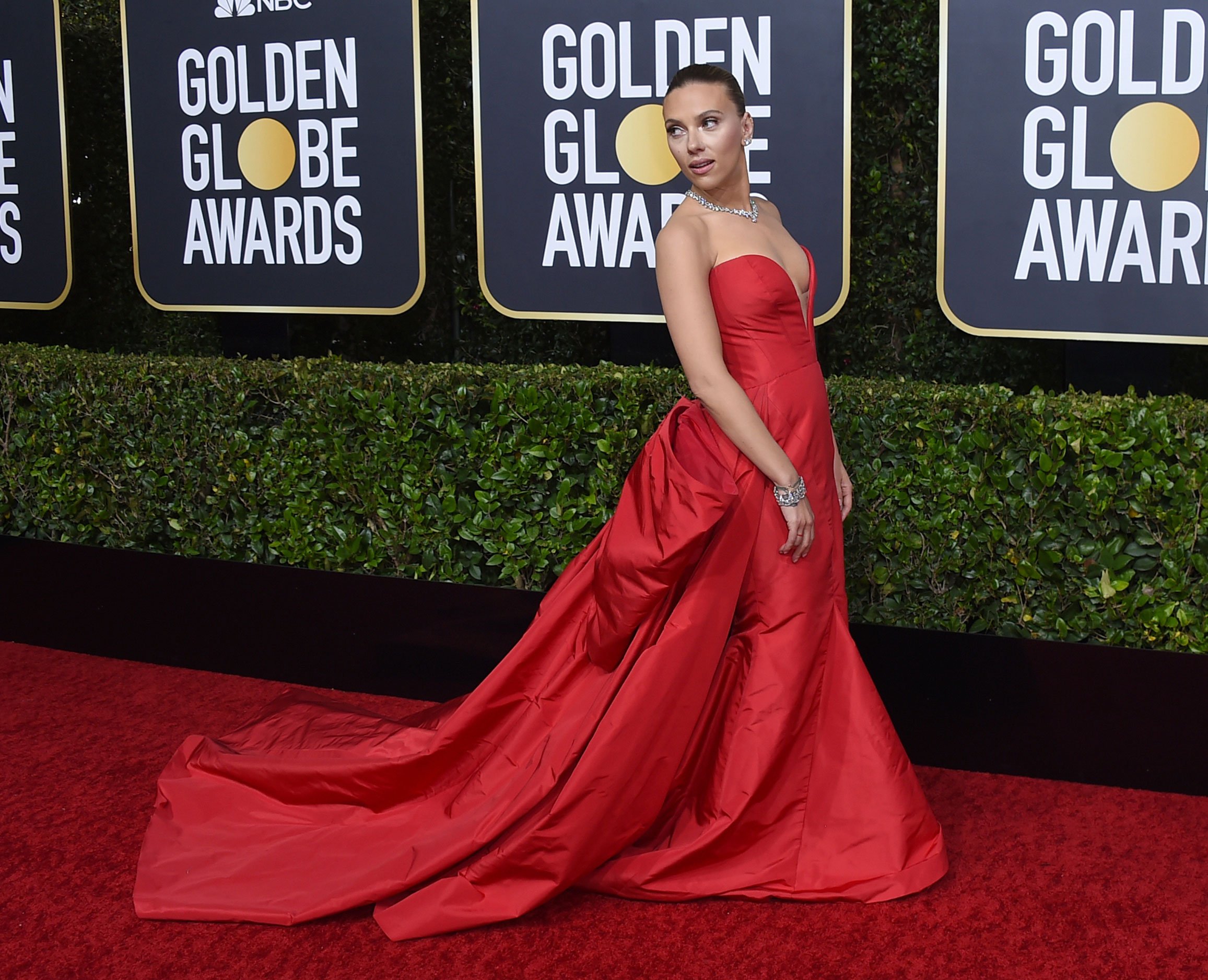 Few things in life are permanent and one of them is the classic red outfit on the red carpet. Scarlett Johansson, who had worn red in 2006 at the red carpet of the same award ceremony, channelled the shade again in a simple yet stunning Vera Wang gown. The strapless gown with a train and accessorised with Bulgari jewels, oozed some serious old world Holly oomph.