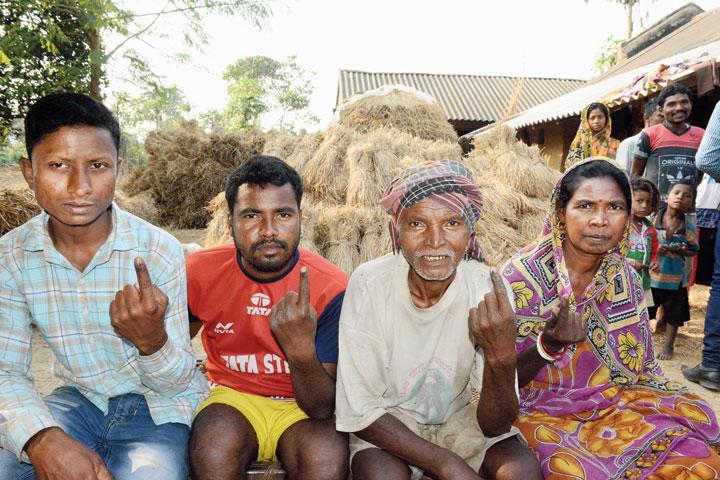 Maoist Ram Prasad Mardi's family at Jhunjka in Patamda on Saturday.