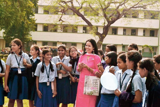 """Jessica Gomes Surana with the students of Loreto Convent Entally, in her """"favourite picture""""!"""