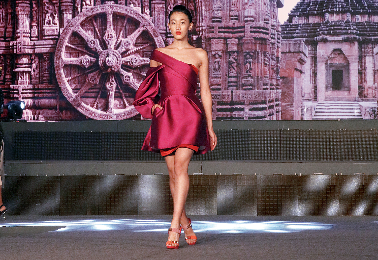 Bibhu Mohapatra showcased his fall-winter 2018 collection at the Make in Odisha Conclave 2018 in Bhubaneswar on November 13. Inspired by Charles Dickens's Great Expectations, the line comprises his signature evening dresses