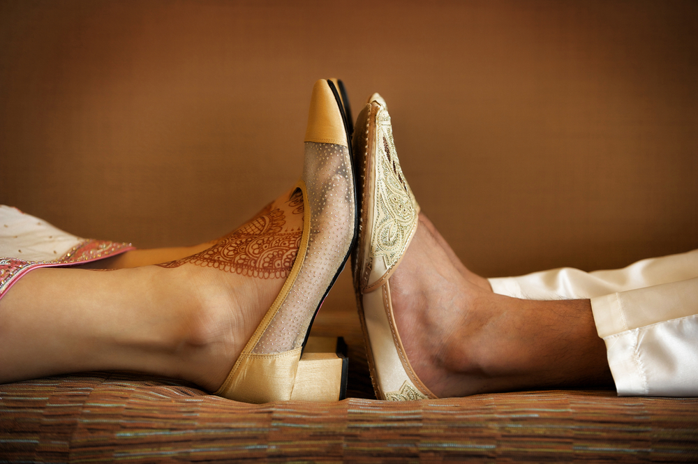 Fashionable shoes for both men and women may have pointed toes