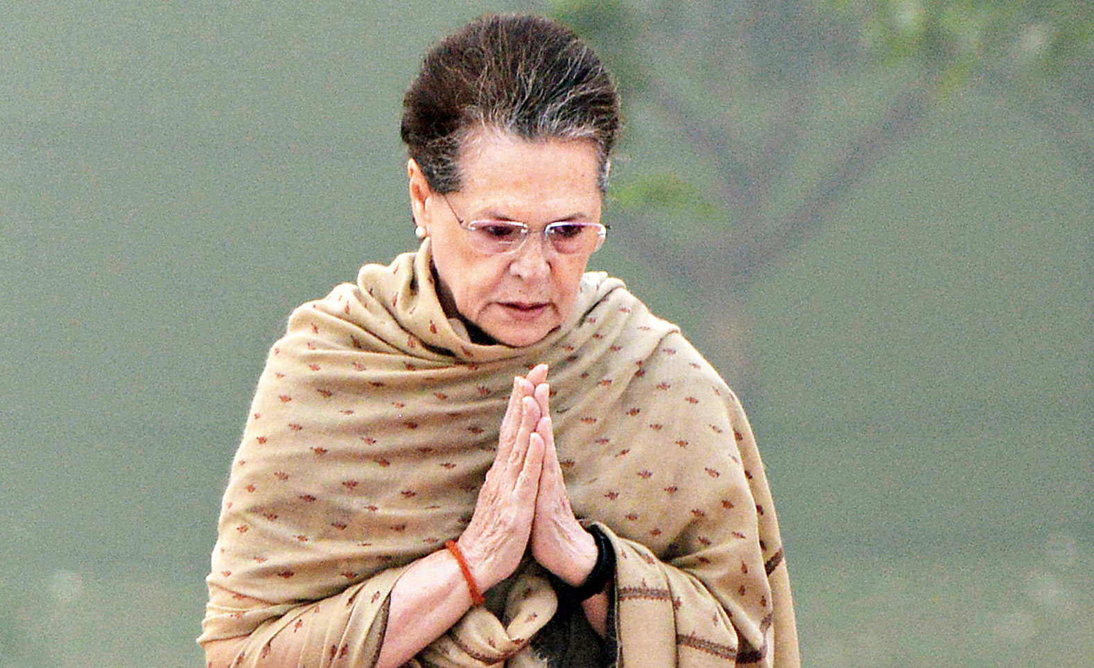 Sonia Gandhi pays tribute to Indira Gandhi on her 35th death anniversary on Thursday.