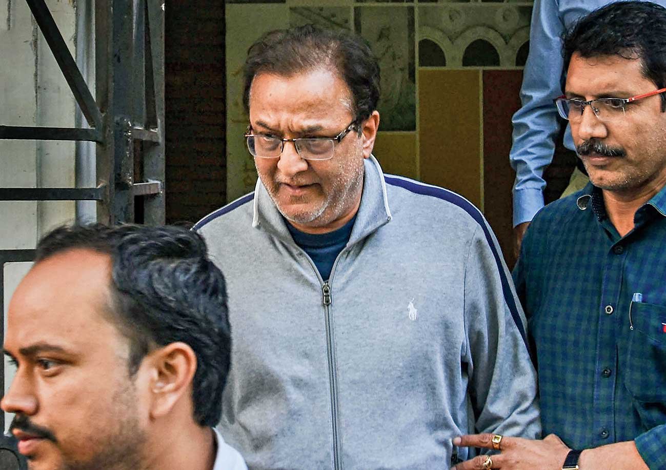 Rana Kapoor being taken to court after being arrested by the Enforcement Directorate in Mumbai on Sunday.