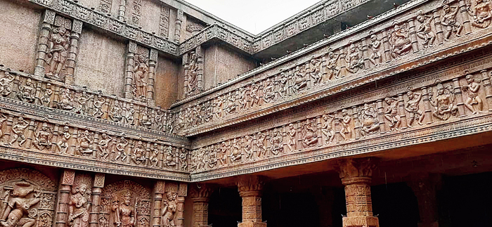 The Ahiritola pandal based on Gujarat's Rani ki Vav