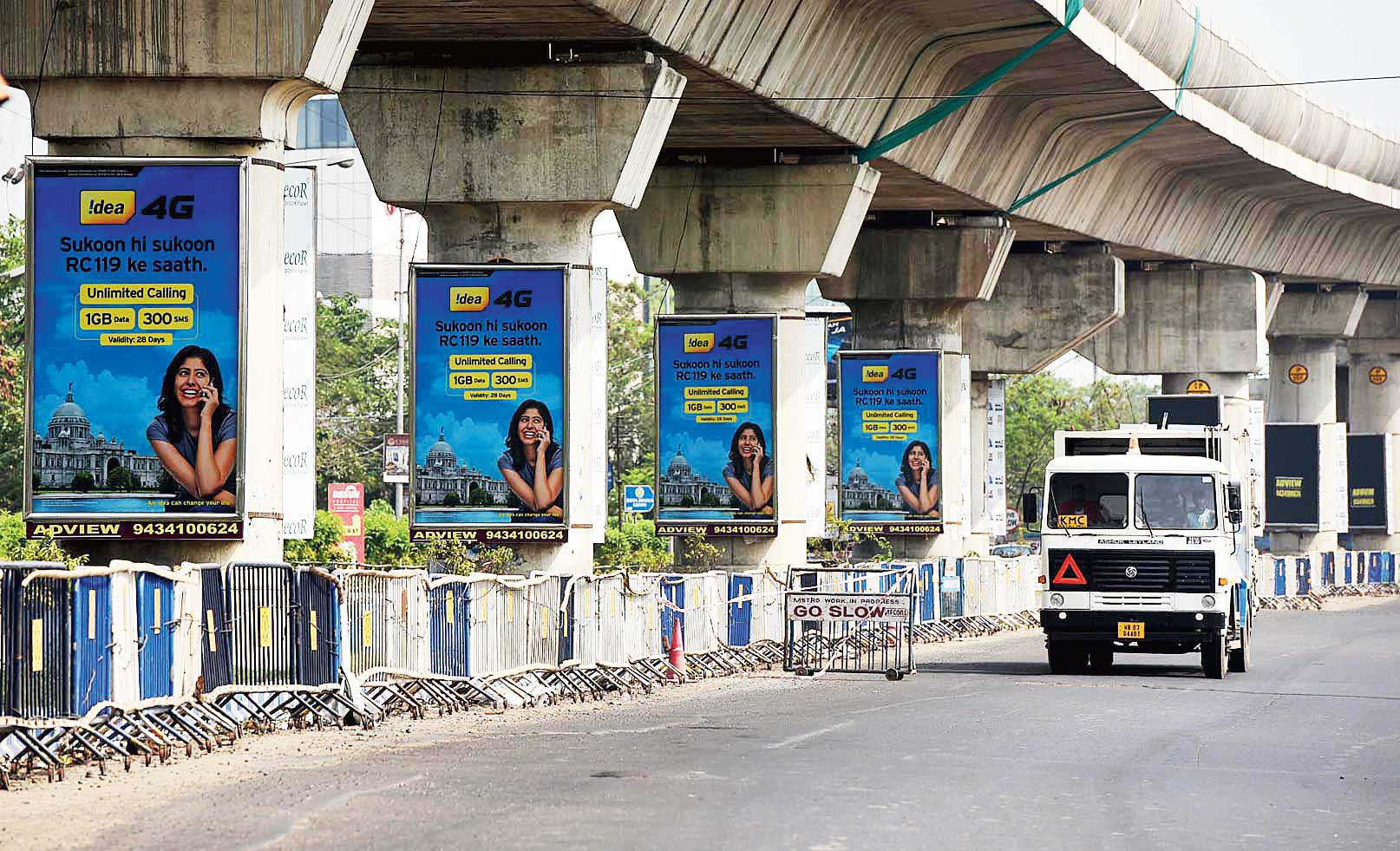 Advertisements on pillars of the New-Garia Metro on the Bypass.