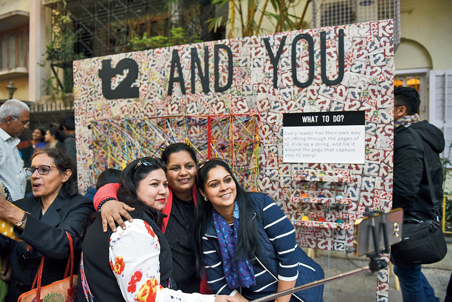 Rashmi Manot (centre) and her friends took a selfie in front of the 't2 and you' board. The motive behind this one? Readers had to tie a string around pegs that captures their story. Some of the pegs said shopping, gadgets, websites, tweets and models.