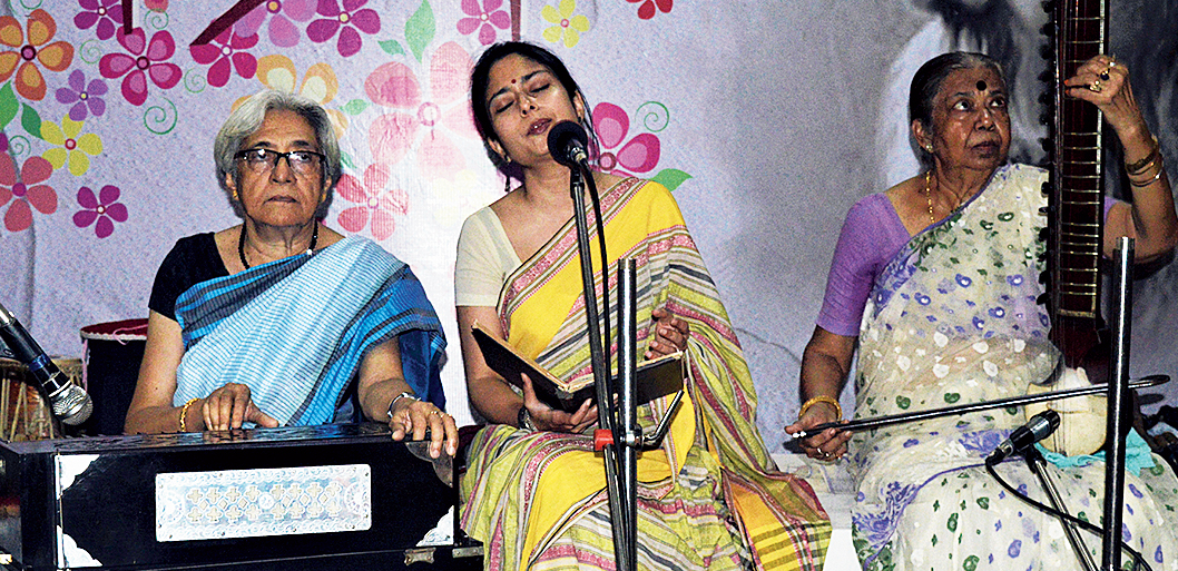 Kamalini Mukherjee sings with organiser Jayatee Chakraborty on the harmonium at IPHE auditorium.