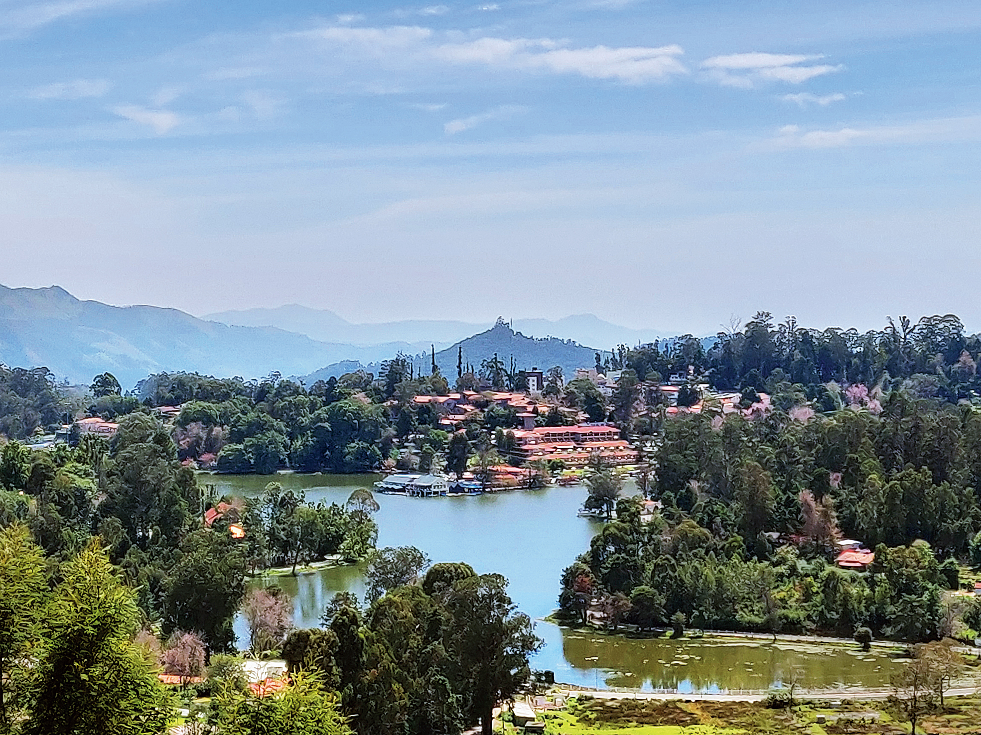 Fifteen minutes from the town and up the hill from Kodaikanal Lake is the Upper Lake View. This spot is popular as the entire star-shaped waterbody along with the surrounding hills are visible from here. The lake itself is an artificial one and was made under instruction from Sir Vere Henry Levinge, the collector of Madurai, in 1863
