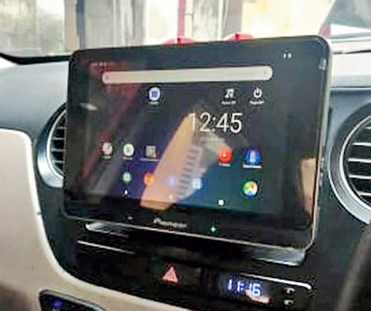 The 8-inch touchscreen tab can be operated irrespective of whether you are in the front or back seat